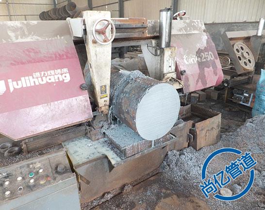 法兰盖生产原材料切割